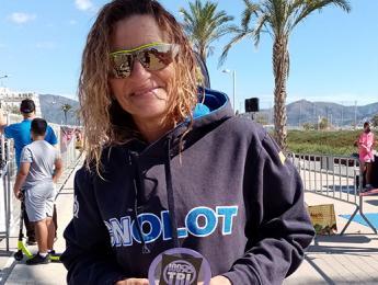 Maribel Morillas acaba 1a en la categoria veterana del triatló Empuriabrava Sprint&Olympic
