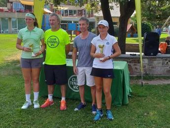 Victòria pels germans Prat al Circuit Juvenil de tennis del CT Vic