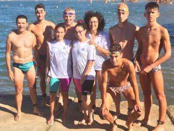 Nombrosa participació de nedadors i triatletes del CNO en la travessa llarga de Roses